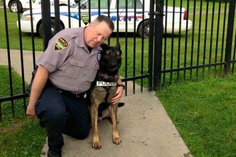 Polizist Matthew Hickey und sein Diensthund und Freund Ajax