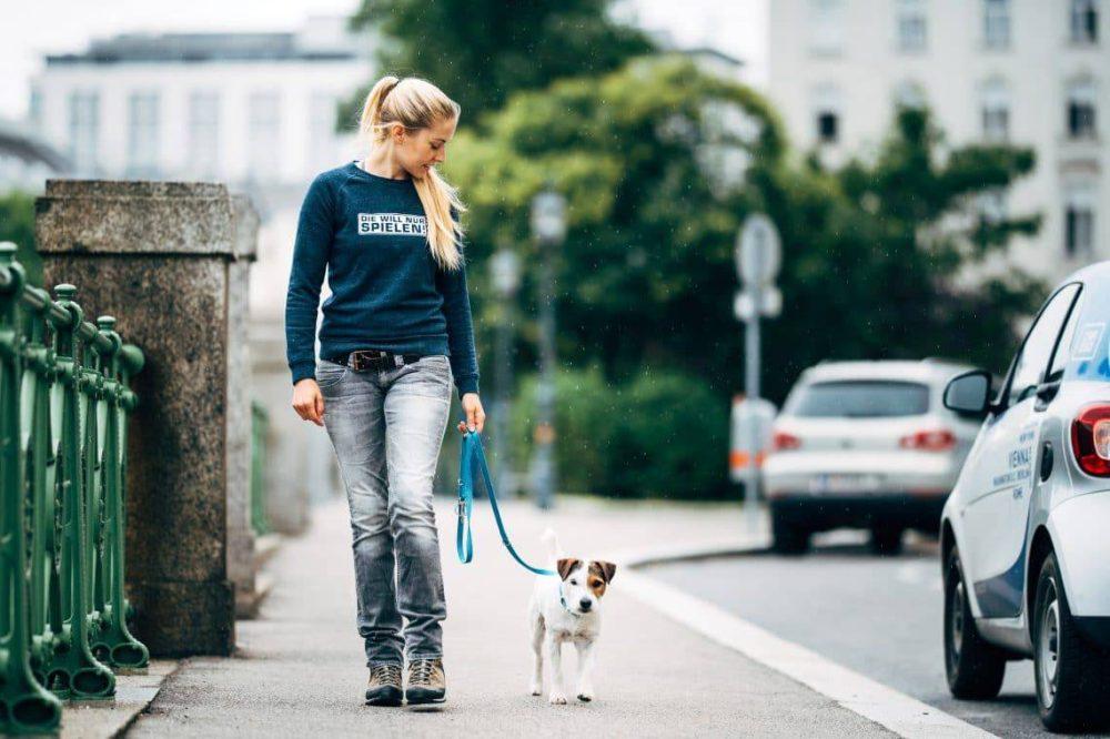 Conny Sporrer mit Stadthund